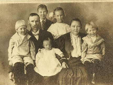 August Caerbert and family @ 1908